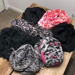 Bundle of 8 Bebe scarves and scarves holder